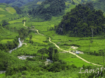 wild treks, climbing Phou Bia mountain explore rugged mountain ranges