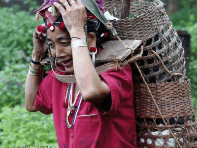 Xieng Khouang has 4 Ethnic Tribes Tai Dam, Khmu, Tai Phuan, Hmong